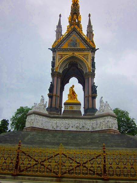 0080 P Albert Statue