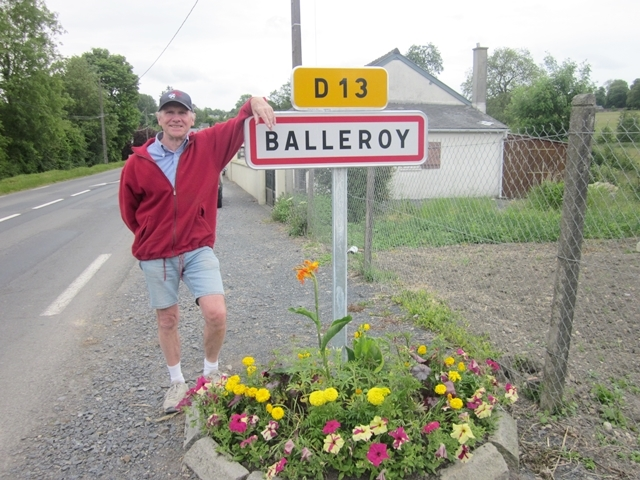 1800 Balleroy Sign