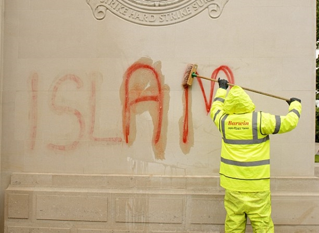 3425 London Bomber Cmd Grafitti