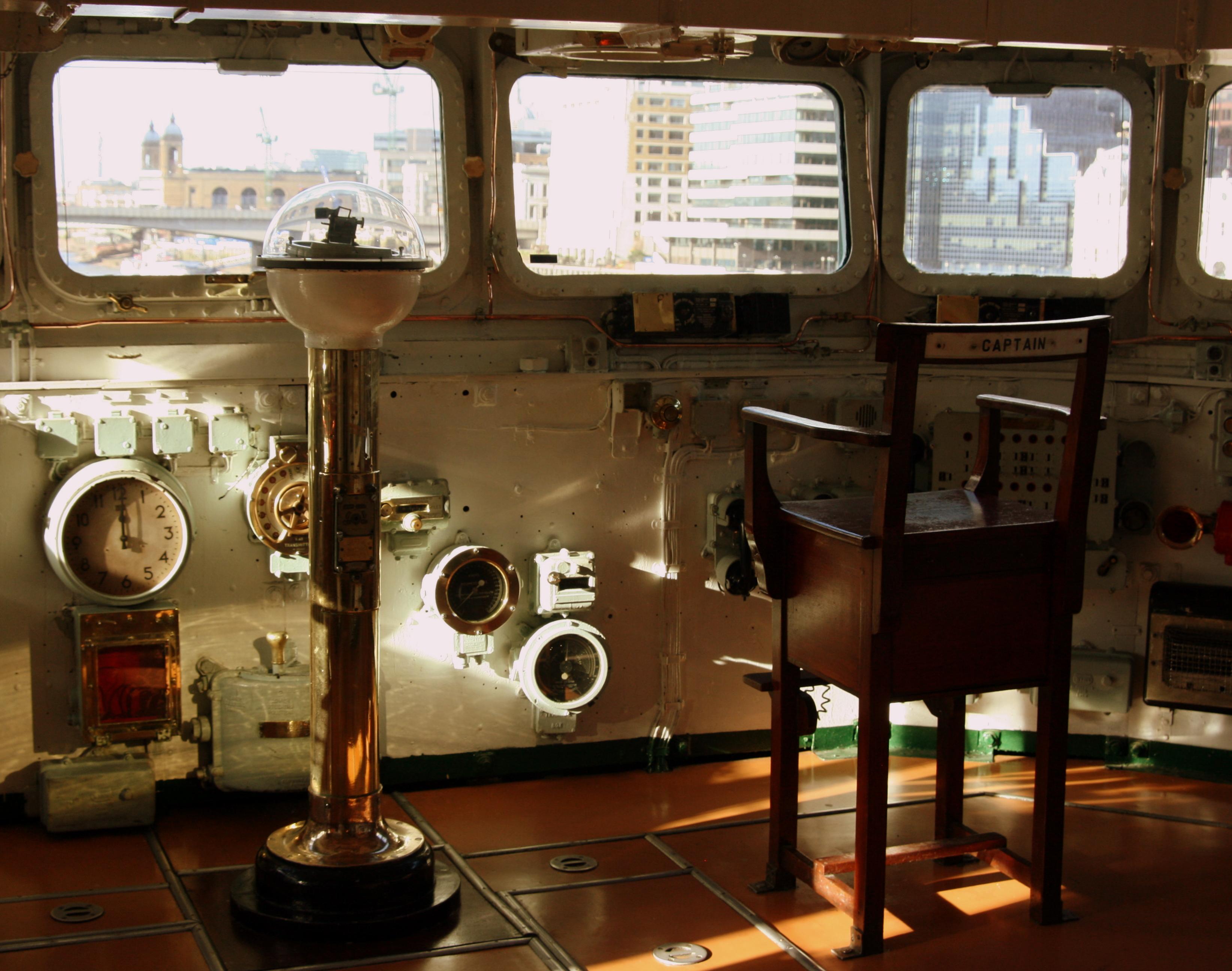 5010 Thames HMS Belfast WheelhouseGuns