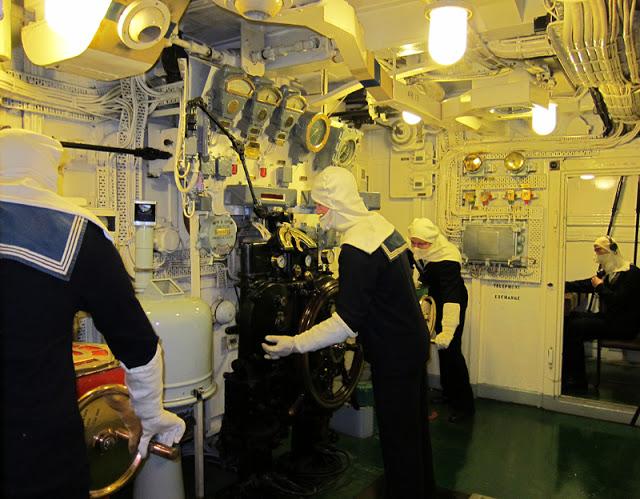 5020 Thames HMS Belfast Steering Control Room