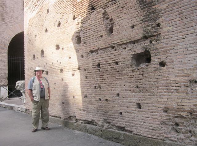 0275 Colosseum Wall