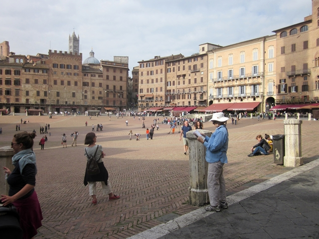 1090 Siena Main Square
