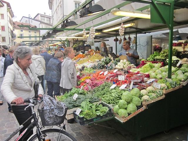 1815 Bolzamo Veggie Market