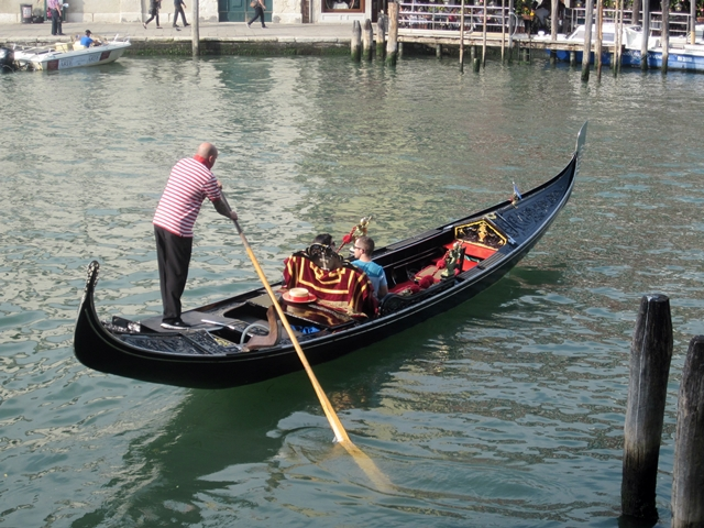 4260 Venice Gondola